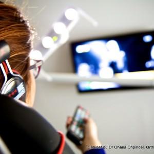 Télévision pendant soin d'orthodontie à Paris