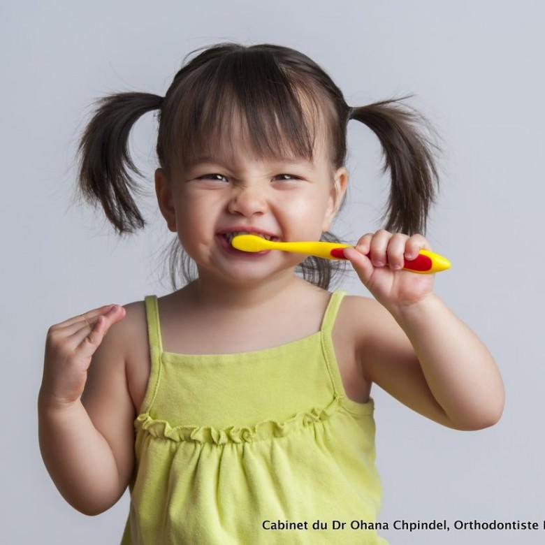 Orthodontie enfant - brossage des petits