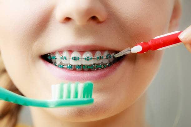 Le Dr Ohana Chpindel à Paris donne des conseils sur l'hygiene bucco dentaire