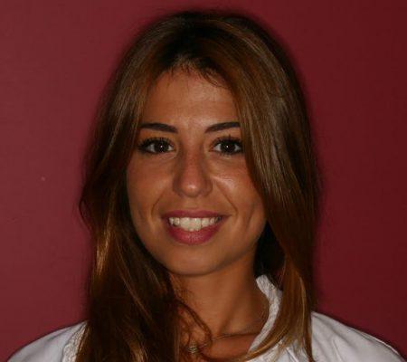 Kamelia vous reçoit dans le cabinet d'orthodontie du docteur Ohana à Paris