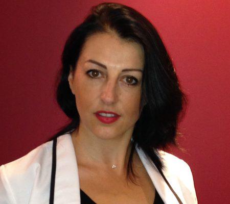 Florence est l'assistante dentaire du docteur OHANA CHPINDEL